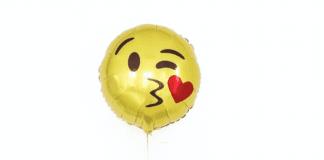 kissing emoji balloon